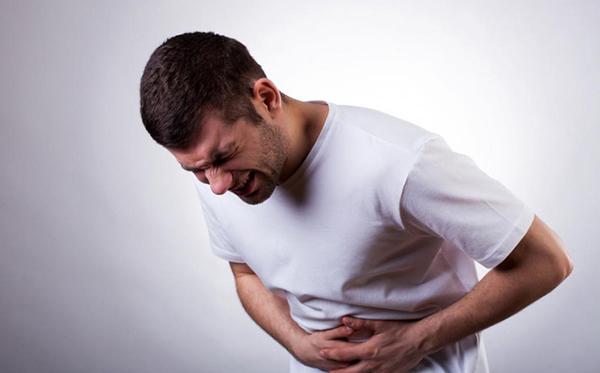 Đột ngột xuất hiện cơn đau bụng như dao đâm