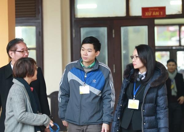 Phiên tòa xử bác sĩ Hoàng Công Lương bước vào giai đoạn tranh tụng nảy lửa