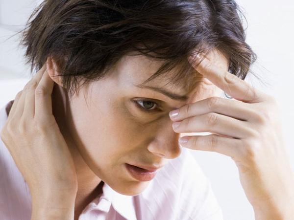 Triệu chứng thường gặp của bệnh rối loạn lo âu phân ly là gì?