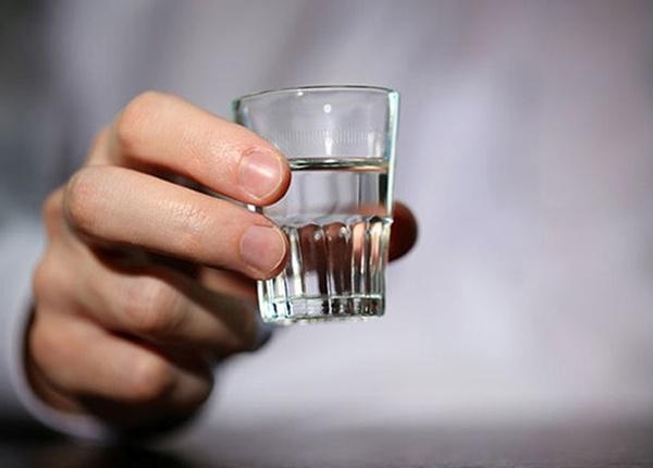 Thiếu niên 13 tuổi nhập viện vì uống rượu giàu sầu sau khi chia tay bạn gái