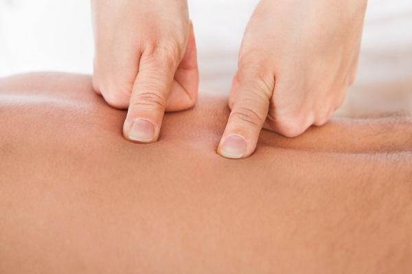 Trị bệnh đau lưng dưới vớikỹ thuật massage Shiatsu
