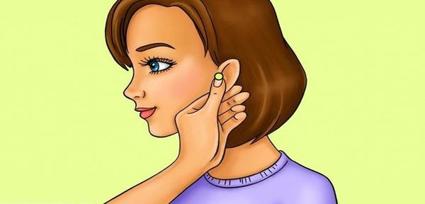 Dùng ngón trỏ và ngón cái xoa bóp từ dái tai đến đỉnh tai