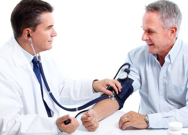 người huyết áp thấp nên ăn mặn hơn bình thường nếu không có các bệnh lý tim mạch hoặc thận