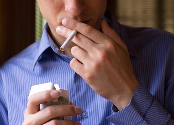 Khói thuốc lá có thể làm oxy hóa vùng mắt và khiến mắt bị tổn thương