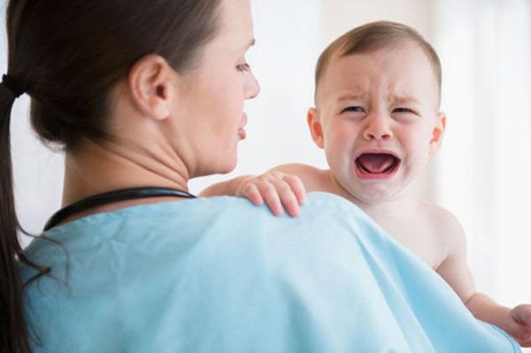 Trẻ cần được phẫu thuật sớm để ngăn chặn biến chứng vô sinh