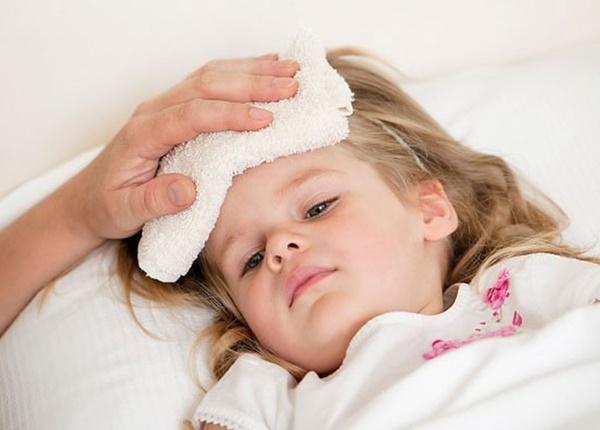 Những điều bố mẹ cần biết khi trẻ bị sốt virus