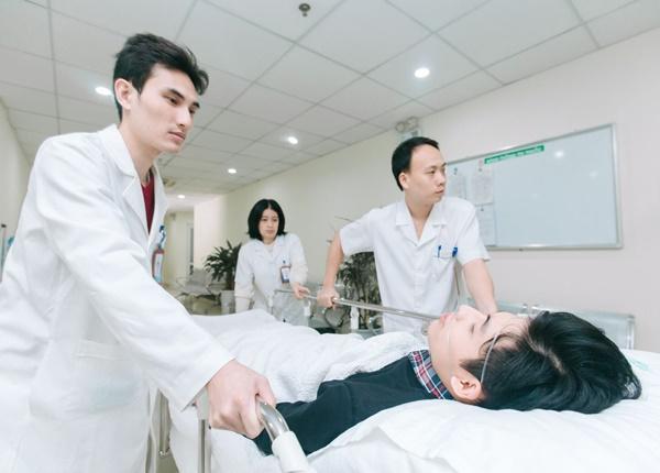 Chế độ lương, thưởng dành cho nhân viên y tế Việt Nam ra sao?