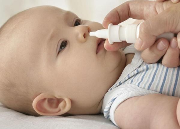 Hướng dẫn rửa mũi họng đúng cách cho trẻ sơ sinh