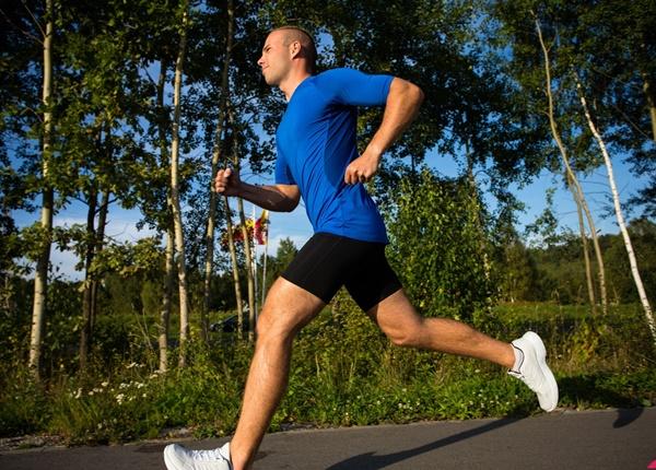 Phương pháp chạy bộ giúp sinh viên Y giảm mỡ bụng hiệu quả