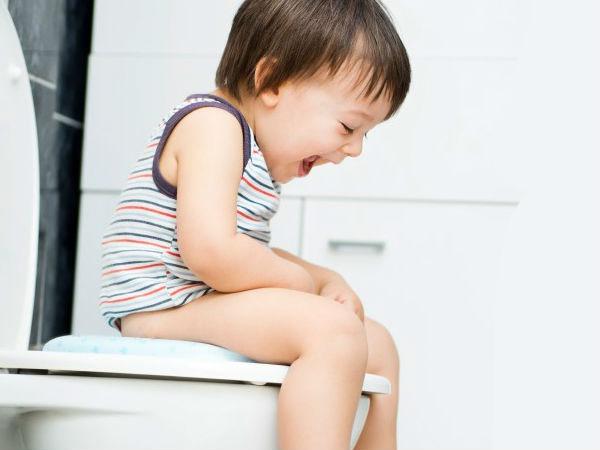Xoa bóp giúp điều trị và phòng chống táo bón cho trẻ em hiệu quả