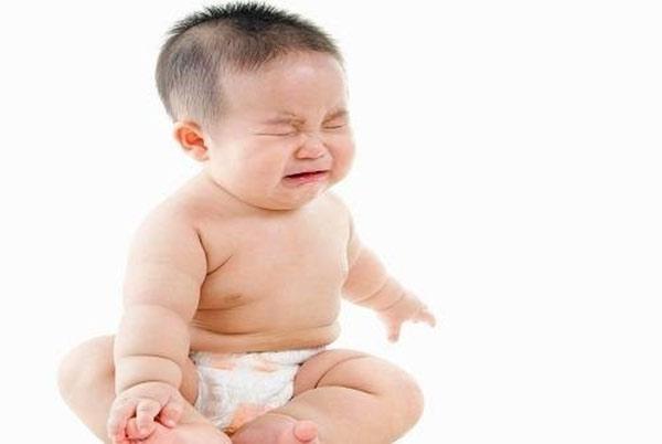 Táo bón khiến trẻ mệt mỏi vô cùng khó chịu