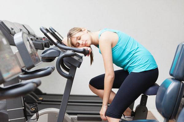 Tập luyện quá sức ảnh hưởng cản trở việc tăng cân của bạn