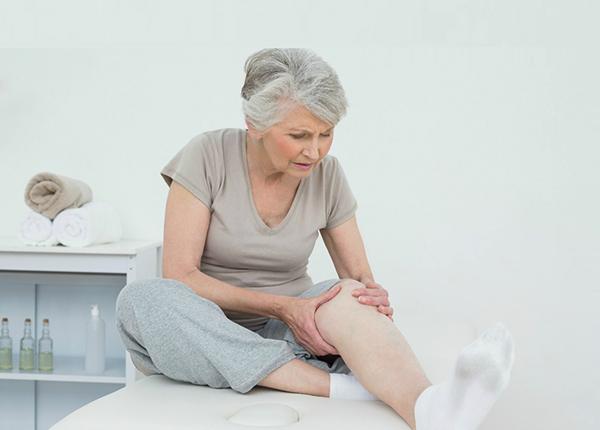 Ở người cao tuổi thường rất khó tránh khỏi việc nhức mỏi tay chân, đau xương khớp