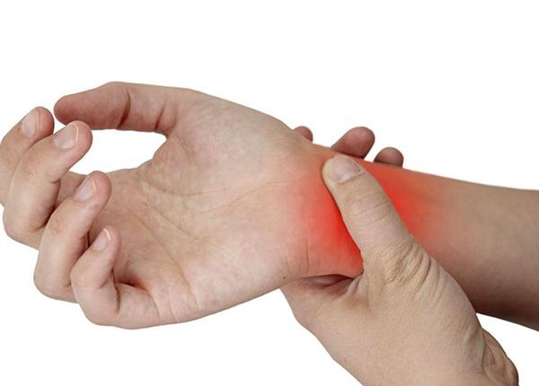 Cách xử lí đau khớp cổ tay khi tập thể hình
