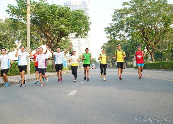 Chạy bộ với nhóm và lợi ích không ngờ mà bạn nên thử
