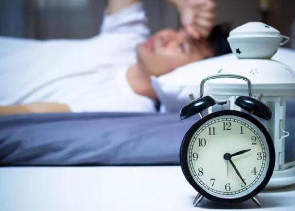 Người lớn thường bị mắc chứng lo âu mất ngủ