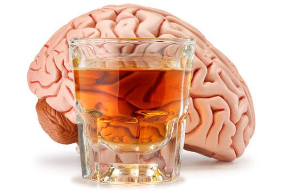 Rượu bia ảnh hưởng nghiêm trọng tới não bộ của bạn