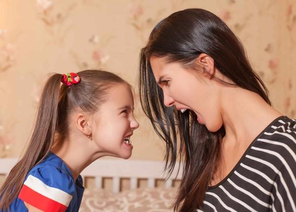 Những tác hại của việc bố mẹ thiên vị con cái trong nhà