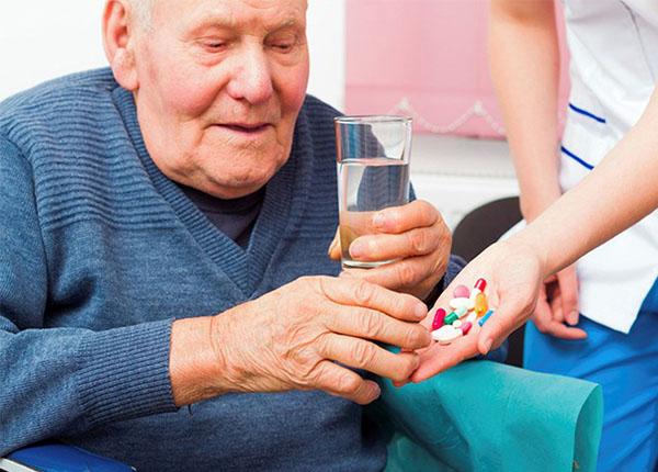 sử dụng thuốc giảm đau cho người cao tuổi
