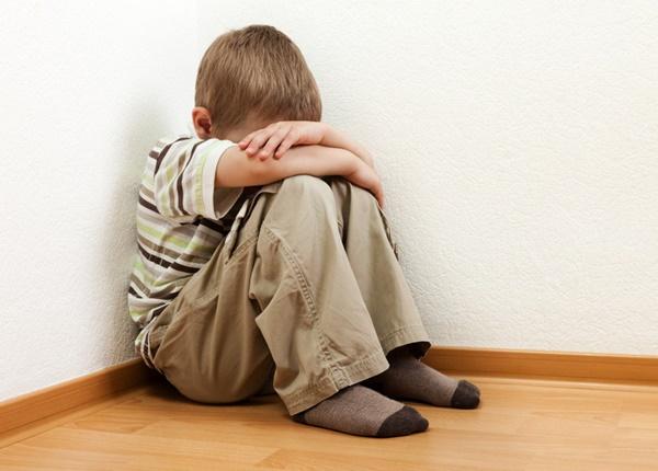 Các dấu hiệu nhận biết trẻ tự kỷ