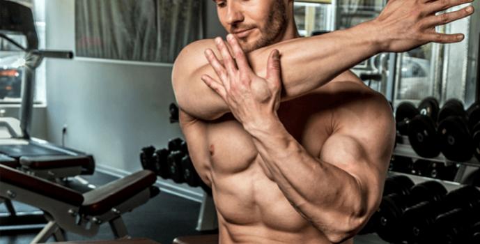 Khởi động kỹ vai trước khi tập luyện để hạn chế chấn thương xảy ra