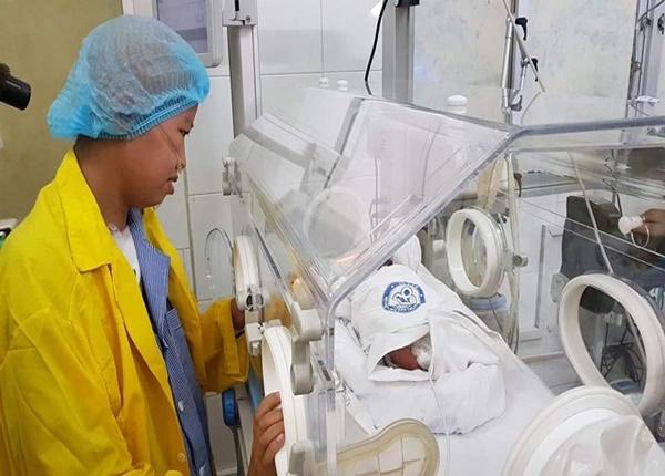 Hiện nay sức khỏe của 2 mẹ con đã có sự tiến triển nhất định. Bé Bình An hiện tại được 1,7kg, tăng được 200gram sau 20 ngày.