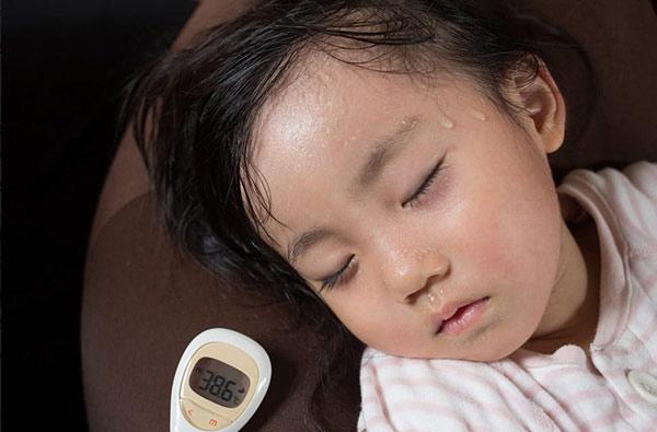 Herpangina khá phổ biến ở trẻ em, nó gây ra các mụn rộp, vết loét ở vòm miệng và cổ họng