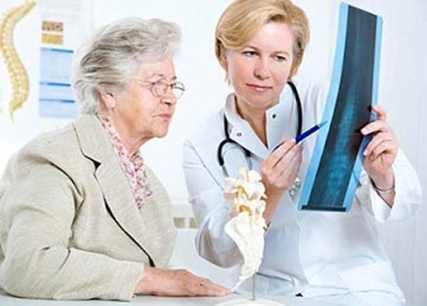 Thuốc Razxip được chỉ định phòng ngừa và điều trị loãng xương sau mãn kinh