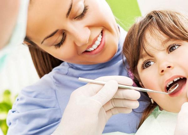 Thời điểm bạn nên cho trẻ đi gặp nha sĩ