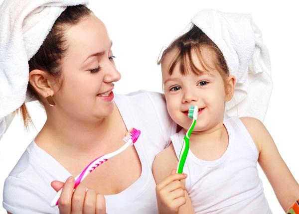 Chăm sóc trẻ bị sâu răng