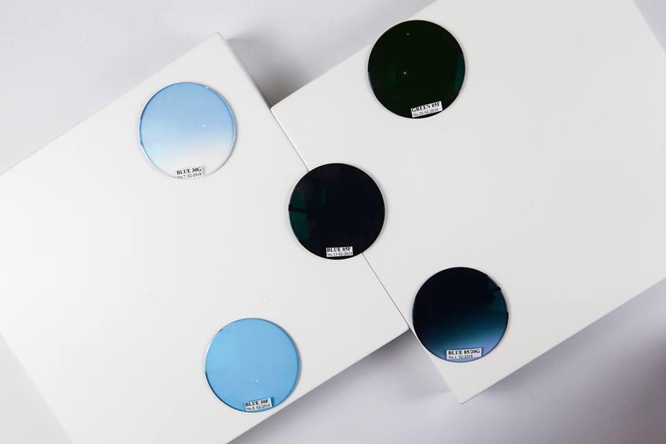 Khả năng chống tia UV không phân biệt màu sắc hay độ tối của kính